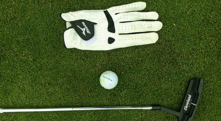 recommended golf gloves for hot weather
