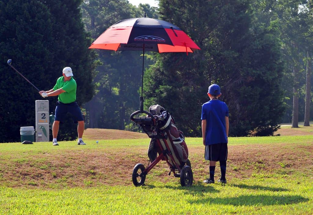 5 Best Golf Umbrellas For Rain And Wind 2020 [Sun Protection]