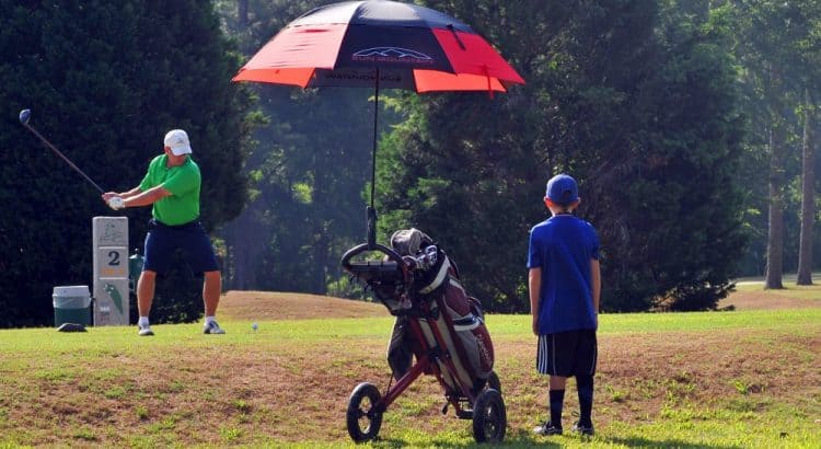 2a9ab2d2f325 5 Best Golf Umbrellas For Rain And Wind 2019 [Sun Protection]